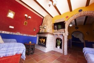 Casa-Cueva-del-tito-chimenea