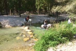 Rutas a caballo por rio Casas cueva cazorla