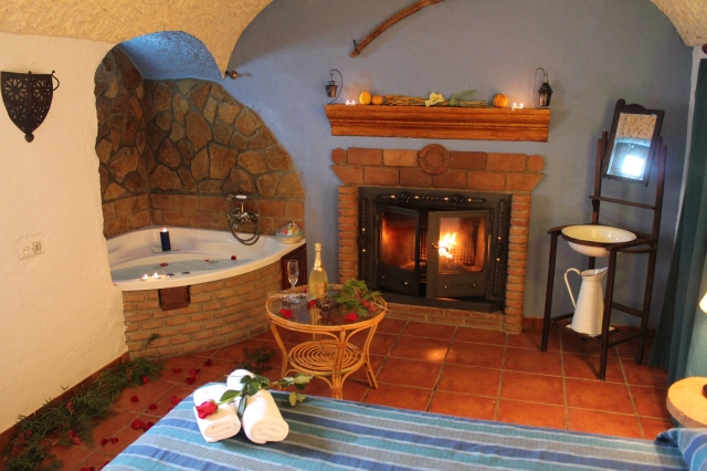 Casas cueva con jacuzzi en ja n casas cueva cazorla un lujo a tu alcance - Casa rural con chimenea y jacuzzi ...